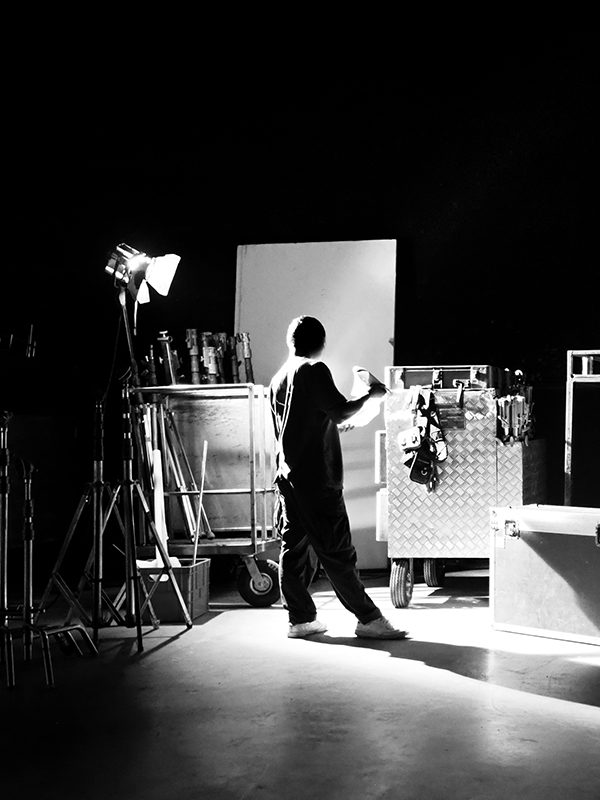 behind-the-shooting-of-video-online-commercial-pro-Y3ZQ4CM.jpg