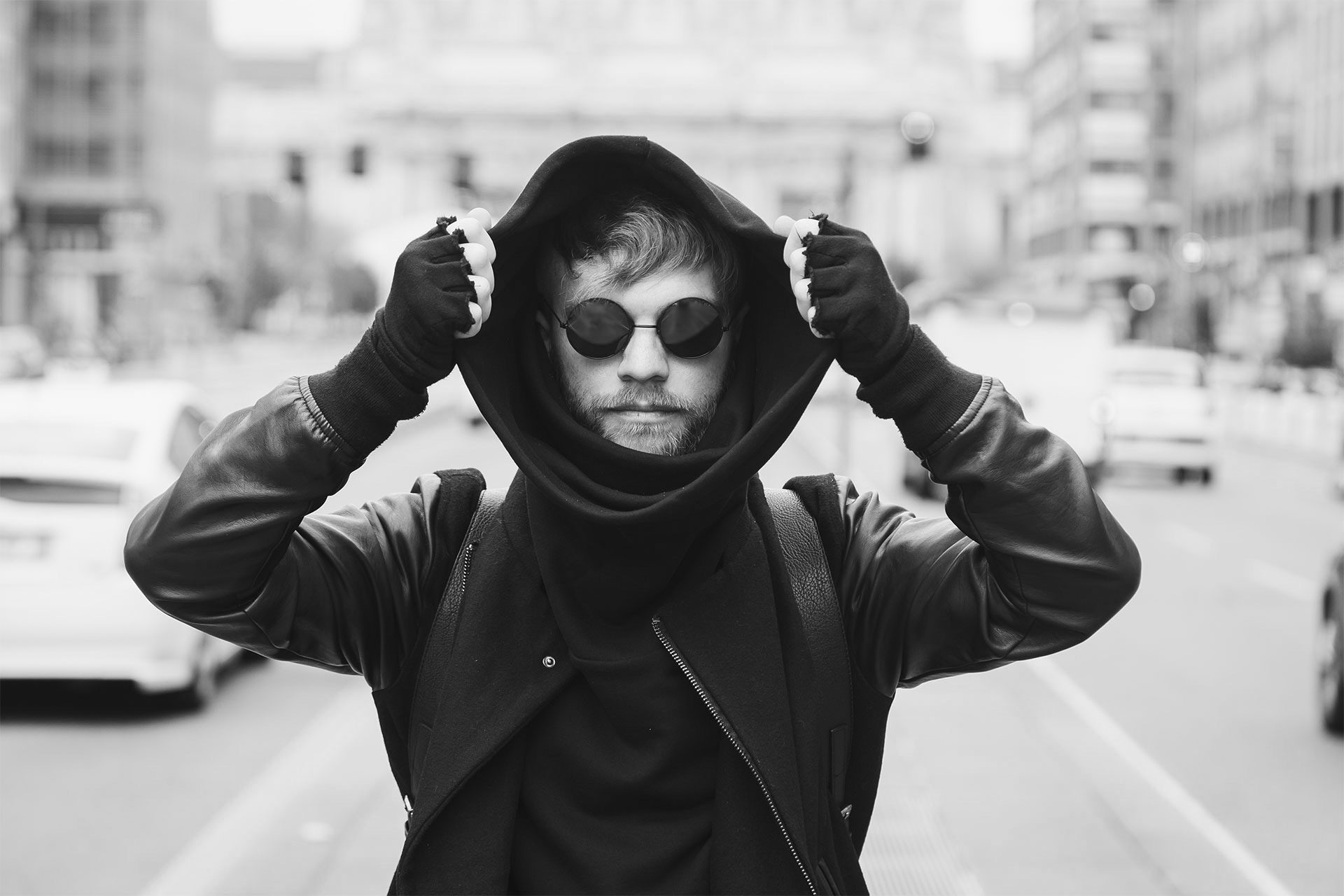 stylish-bearded-man-posing-in-the-street-P57BKWYs.jpg